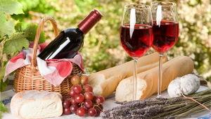 Rượu vang nho Pháp là phầm tinh túy trong ẩm thực cũng như đồ uống Pháp