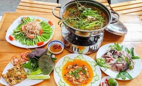 Du lịch Nam Du - Thưởng thức món lẩu với thịt cá bớp có vị ngọt tự nhiên, không bở