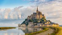 Mont Saint – Michel là thị trấn và là hòn đảo nhỏ nhất nước Pháp